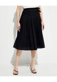 Tory Burch - TORY BURCH - Czarna plisowana spódnica midi. Kolor: czarny. Materiał: bawełna, materiał