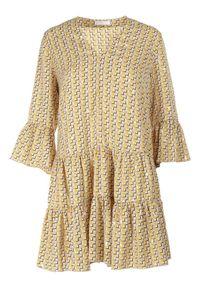 Born2be - Żółta Sukienka Aroarane. Kolor: żółty