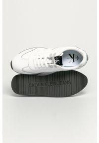 Białe sneakersy Calvin Klein Jeans na sznurówki, z okrągłym noskiem, z cholewką