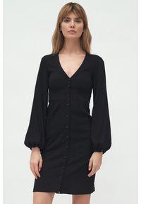Nife - Czarna sukienka z odcięciem pod biustem bufiaste rękawy. Okazja: na spotkanie biznesowe. Kolor: czarny. Materiał: materiał. Styl: biznesowy