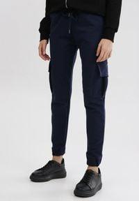 Born2be - Granatowe Spodnie Dresowe Phirelia. Kolor: niebieski. Materiał: dresówka
