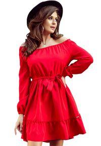 Numoco - Sukienka z odkrytymi ramionami wiązana w pasie. Typ kołnierza: kołnierz z falbankami. Materiał: elastan, materiał. Długość rękawa: krótki rękaw. Typ sukienki: z odkrytymi ramionami