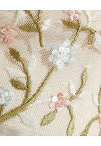 NEEDLE & THREAD - Sukienka maxi Petunia. Typ kołnierza: dekolt na plecach. Kolor: beżowy. Materiał: tiul. Długość rękawa: na ramiączkach. Wzór: haft, kwiaty, aplikacja. Długość: maxi