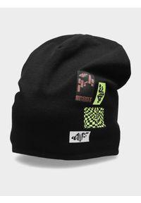 Czarna czapka z daszkiem 4f