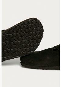 Birkenstock - Klapki zamszowe Boston. Kolor: brązowy. Materiał: zamsz. Wzór: gładki
