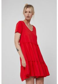 medicine - Medicine - Sukienka Essential. Kolor: czerwony. Materiał: dzianina, bawełna. Długość rękawa: krótki rękaw. Wzór: gładki. Typ sukienki: rozkloszowane