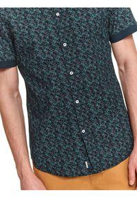 TOP SECRET - Koszula męska z krótkim rękawem we wzory. Kolor: niebieski. Materiał: bawełna, tkanina. Długość rękawa: krótki rękaw. Długość: krótkie. Sezon: lato