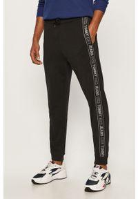Czarne spodnie dresowe Tommy Jeans z aplikacjami
