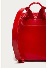 Czerwony plecak Love Moschino z aplikacjami