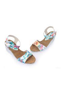 Zapato - sandałki na koturnie - skóra naturalna - model 346 - kolor kwiatek. Okazja: na co dzień. Materiał: skóra. Wzór: kwiaty. Sezon: lato. Obcas: na koturnie. Styl: klasyczny, boho, casual
