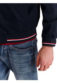 Niebieska kurtka TOP SECRET sportowa, na wiosnę, krótka, z aplikacjami