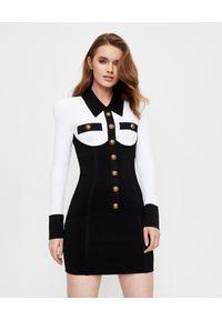 Balmain - BALMAIN - Sukienka z długim rękawem. Kolor: czarny. Długość rękawa: długi rękaw. Wzór: aplikacja. Typ sukienki: dopasowane. Styl: klasyczny