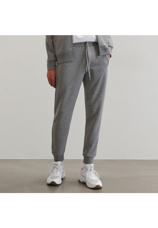 Reserved - Spodnie dresowe - Jasny szary. Kolor: szary. Materiał: dresówka