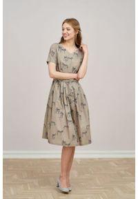 Marie Zélie - Sukienka Elina Zebra. Materiał: bawełna, materiał. Długość rękawa: krótki rękaw. Wzór: motyw zwierzęcy. Typ sukienki: rozkloszowane. Styl: klasyczny