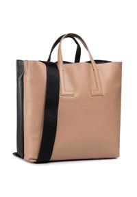 Brązowa torebka klasyczna Lacoste