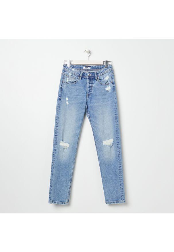 Sinsay - Spodnie jeansowe z przetarciami - Granatowy. Kolor: niebieski
