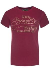 Superdry T-Shirt V Logo Deboss Foil Entry Tee W1000084A Bordowy Regular Fit. Kolor: czerwony