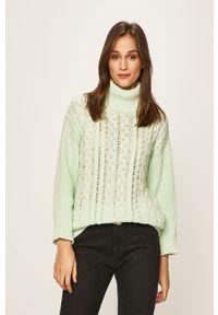 Miętowy sweter Glamorous z golfem