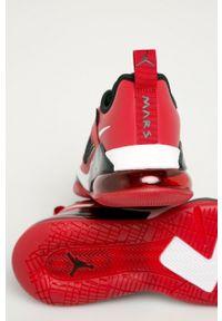 Czerwone sneakersy Jordan z cholewką, z okrągłym noskiem, na sznurówki