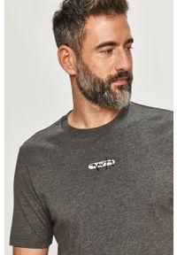 Szary t-shirt Hugo z nadrukiem