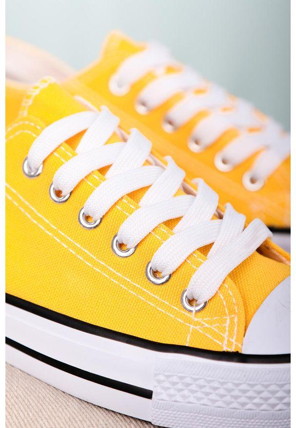 Casu - żółte trampki sznurowane casu 888-1. Kolor: żółty