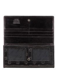 Wittchen - Damski portfel skórzany z monogramem na zatrzask. Kolor: czarny. Materiał: skóra