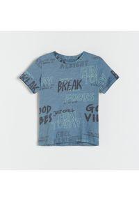 Reserved - Melanżowy t-shirt z nadrukiem - Niebieski. Kolor: niebieski. Wzór: melanż, nadruk