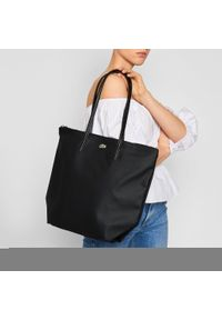 Lacoste - Torebka LACOSTE - Vertical Shopping Bag NF1890PO Black 000. Kolor: czarny. Materiał: skórzane. Styl: klasyczny