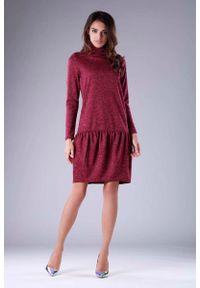 Nommo - Bordowa Dzianinowa Sukienka z Golfem z Obniżoną Talią. Typ kołnierza: golf. Kolor: czerwony. Materiał: dzianina