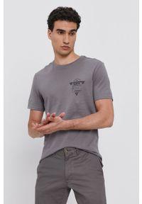 Guess - T-shirt bawełniany. Okazja: na co dzień. Kolor: szary. Materiał: bawełna. Wzór: nadruk. Styl: casual