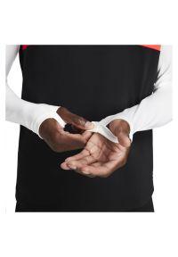Bluza męska piłkarska Nike Academy CW6110. Typ kołnierza: kołnierzyk stójkowy. Materiał: włókno, tkanina, materiał, poliester. Długość rękawa: długi rękaw. Technologia: Dri-Fit (Nike). Długość: długie. Sport: piłka nożna