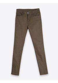 Zielone spodnie TOP SECRET w kolorowe wzory, długie, na zimę