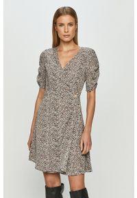 Brave Soul - Sukienka. Materiał: materiał. Długość rękawa: krótki rękaw. Typ sukienki: rozkloszowane