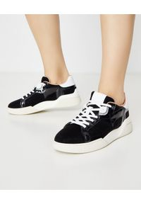 TOD'S - Czarne sneakersy na wysokiej podeszwie. Kolor: czarny. Materiał: tkanina, guma. Wzór: gładki