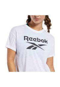 Koszulka damska Reebok Workout Ready Supremium Logo FJ2757. Materiał: materiał, wiskoza, poliester. Długość rękawa: krótki rękaw. Długość: krótkie. Sport: fitness