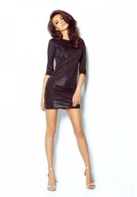 e-margeritka - Elegancka połyskująca sukienka na przyjęcia czarna - 40. Okazja: na imprezę. Typ kołnierza: typu klepsydra. Kolor: czarny. Materiał: poliester, materiał, elastan. Typ sukienki: proste, kopertowe. Styl: elegancki. Długość: mini