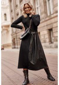 Makadamia - Czarna Rozkloszowana Dzianinowa Sukienka z Eko-skórą. Kolor: czarny. Materiał: dzianina, skóra