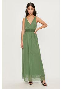Zielona sukienka Vero Moda rozkloszowana, na ramiączkach, maxi
