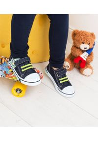 UNDERLINE - Trampki dziecięce Underline 17C1808 Granatowe. Zapięcie: rzepy. Kolor: niebieski. Materiał: tkanina, skóra, guma