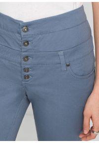 Spodnie z wysoką talią bonprix niebieski dymny. Kolor: szary. Materiał: elastan, bawełna, materiał