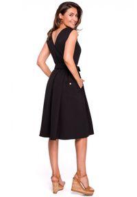 Style - Rozkloszowana sukienka z dodatkiem lnu kontrafałdy. Materiał: len. Długość rękawa: bez rękawów. Sezon: lato