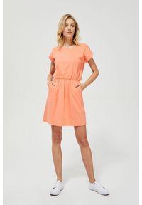 Pomarańczowa sukienka MOODO prosta, na co dzień