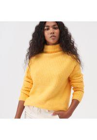 Żółty sweter Sinsay z golfem