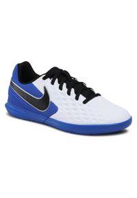 Nike - Buty NIKE - Jr Legend 8 Club Ic AT5882 104 White/Black/Hyper Royal. Okazja: na spacer, na co dzień. Kolor: biały. Materiał: skóra, materiał. Szerokość cholewki: normalna. Styl: casual