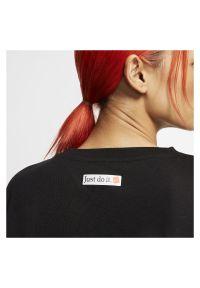Koszulka damska Nike Dri-FIT CJ3480. Materiał: poliester, bawełna, materiał. Długość rękawa: krótki rękaw. Technologia: Dri-Fit (Nike). Długość: krótkie. Sport: fitness