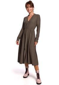 MOE - Rozkloszowana Sukienka Dzianinowa z Suwakiem - Khaki. Kolor: brązowy. Materiał: dzianina