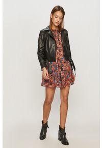 Vero Moda - Sukienka. Materiał: tkanina. Długość rękawa: długi rękaw. Typ sukienki: rozkloszowane