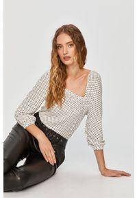Biała bluzka Answear Lab z dekoltem karo, wakacyjna