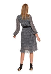 TOP SECRET - Elegancka plisowana sukienka. Typ kołnierza: kołnierzyk stójkowy. Kolor: czarny. Materiał: materiał. Sezon: zima. Styl: elegancki