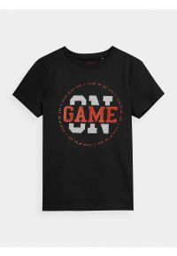 4f - T-shirt z nadrukiem chłopięcy. Kolor: czarny. Materiał: bawełna, dzianina. Wzór: nadruk